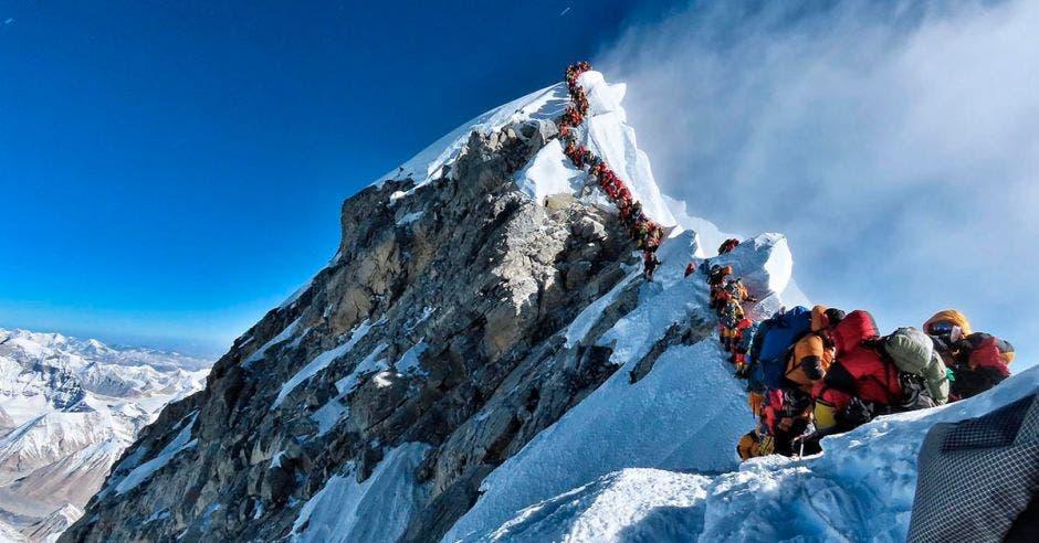 Punto más alto del Everest tiene una altitud de 8.848 metros sobre el nivel del mar.  Climbing on Purpose/La República