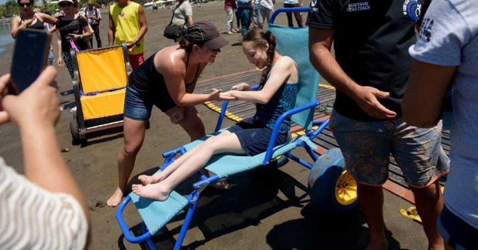 Anteriormente, personas la utilizaron para hacer el ingreso a la playa. Imagen con fines ilustrativos/Surf Adaptado Costa Rica