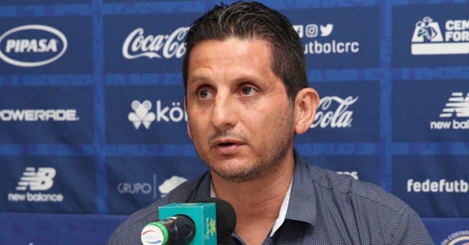 Rónald González derrotó a Perú y lo fumigaron