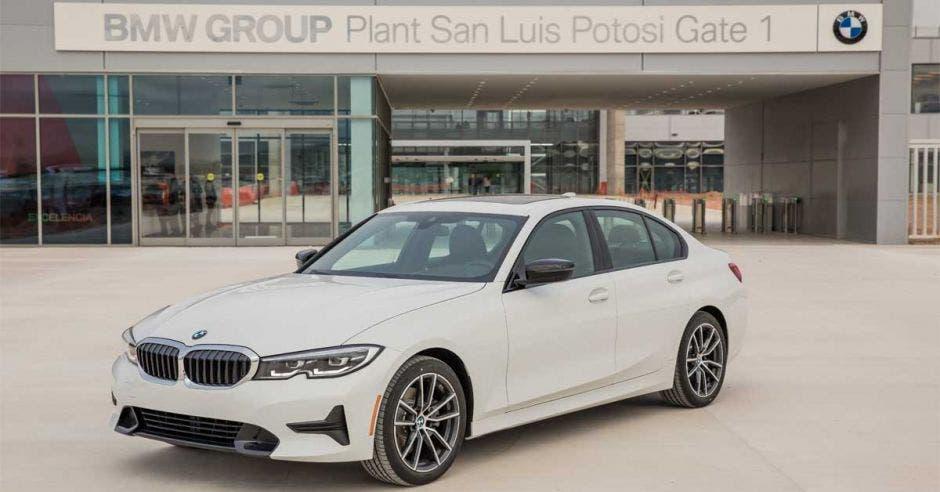 BMW confía en México y abre planta en San Luis Potosí