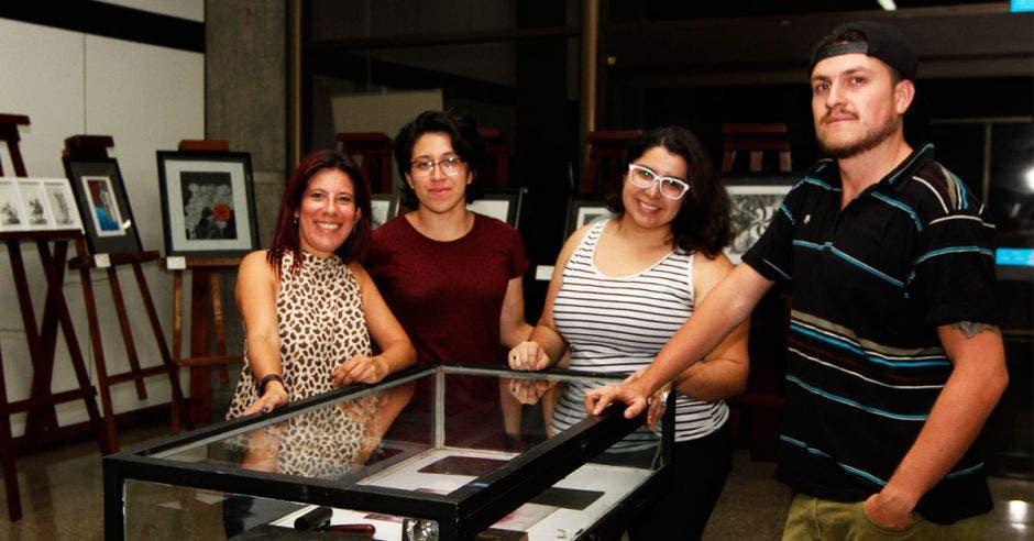 Ingrid Burgos, Blanca Bermúdez, Aileen Cubero y Fabián Gutiérrez, son algunos de los artistas que exponen en esta muestra en la Sala de Exposiciones del INA