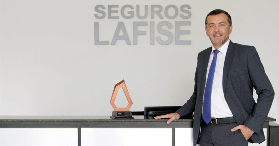 """""""Tenemos como meta mantener y mejorar nuestro servicio diferenciado"""", dijo Giovanny Mora, gerente general de Seguros Lafise. Esteban Monge/La República"""