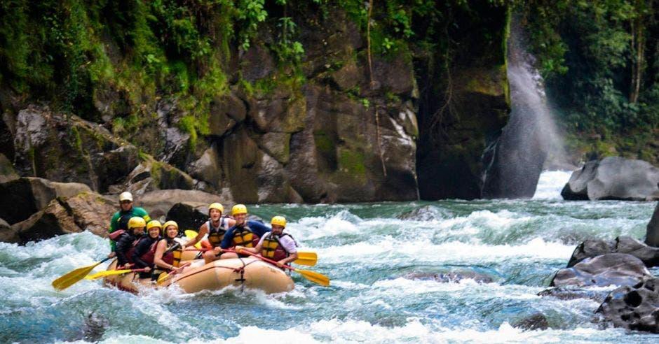 El Río Pacuare es uno de los principales lugares para realizar rafting en el país. Ríos Tropicales/La República