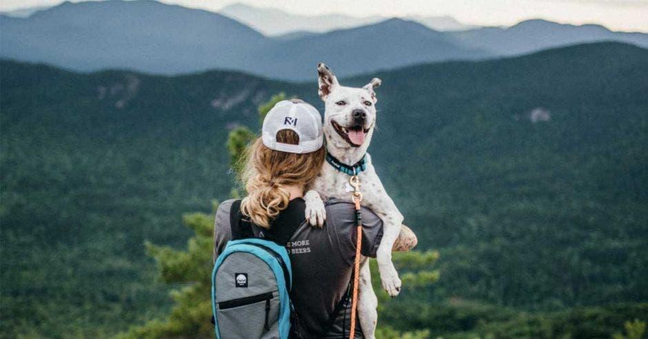 Compartir tiempo de calidad con su mascota y practicar deporte fomentan la salud de ambos. Imagen con fines ilustrativos. Shutterstock/La República