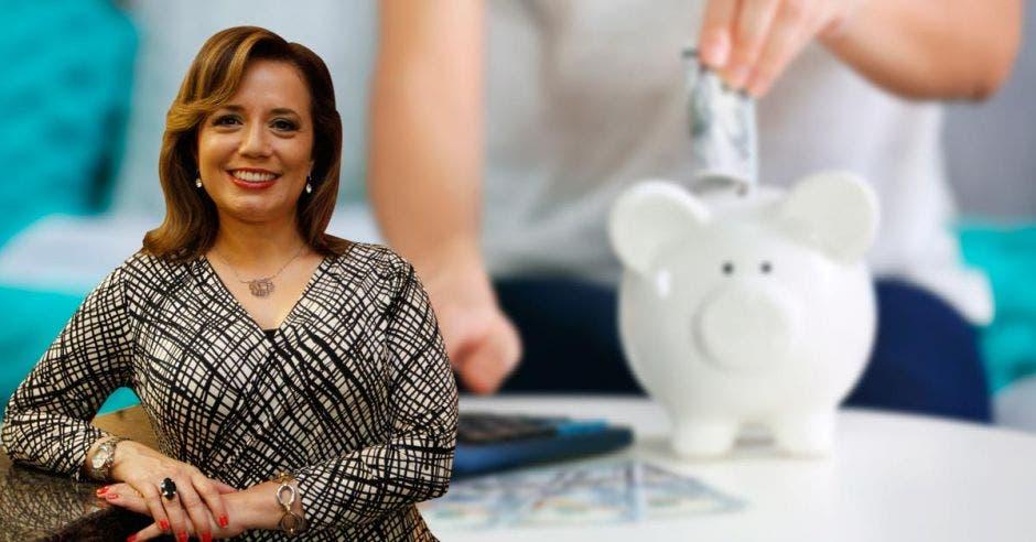 Tania Jiménez, billete, ahorro, alcancía