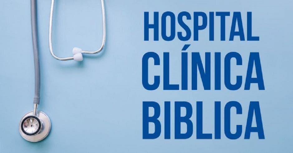 Un estetoscopio con la palabra Hospital Clínica Bíblica