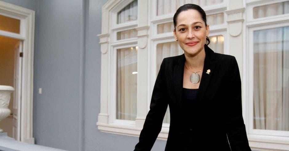 La legisladora posa en un pasillo del Congreso