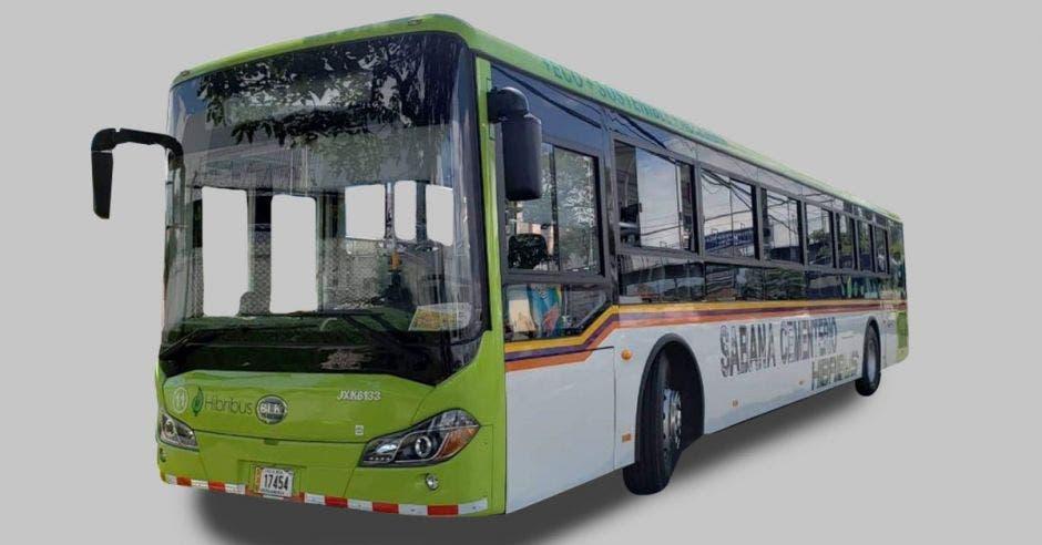 Un bus híbrido color verde