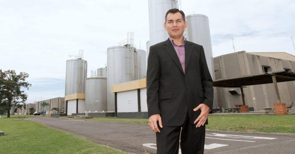 Francisco Arias, gerente de Relaciones Corporativas y Ganaderas de Dos Pinos