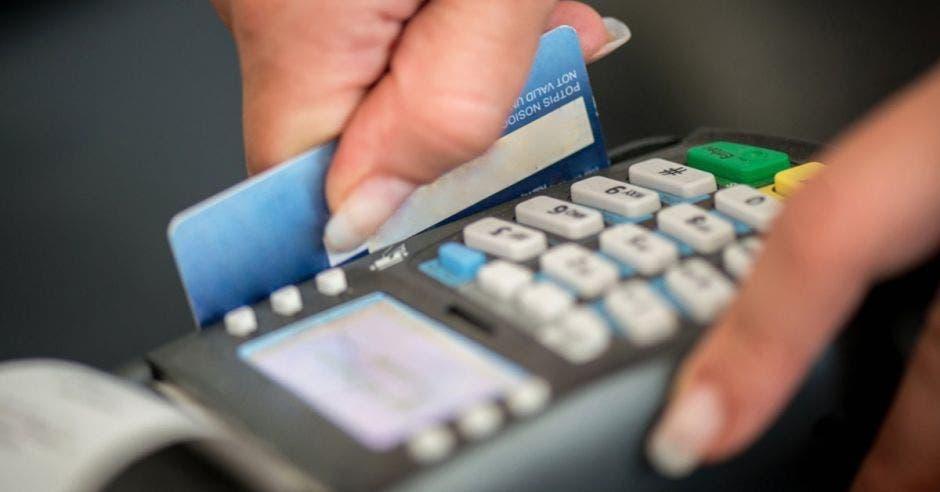 Tarjetas de crédito y un datáfono