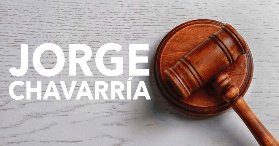 una imagen de un mazo de un juez y la palabra Jorge Chavarría