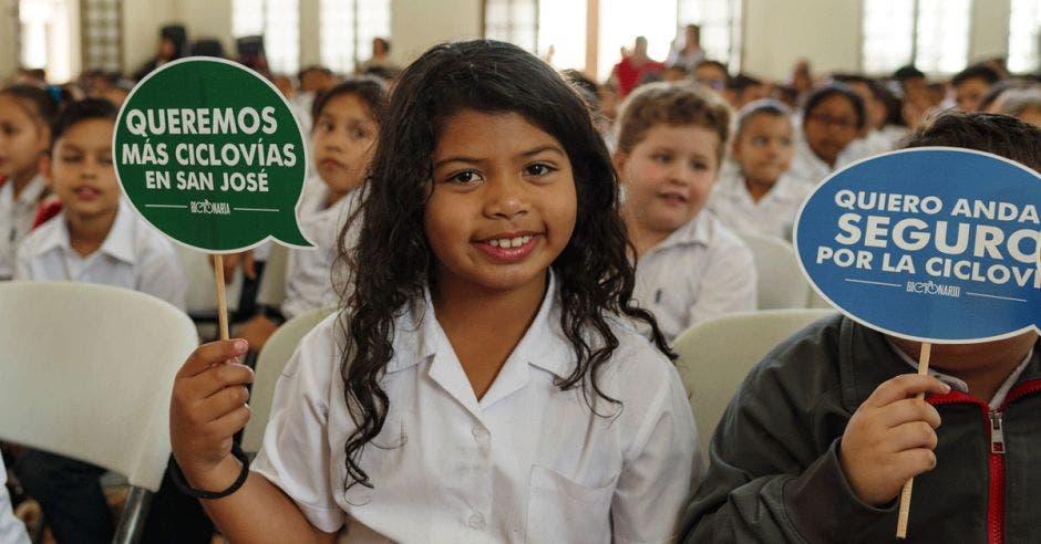 Una estudiante de la Escuela República de Chile