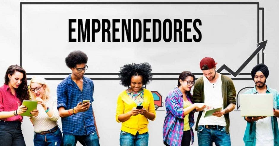 Jóvenes emprendedores reunidos