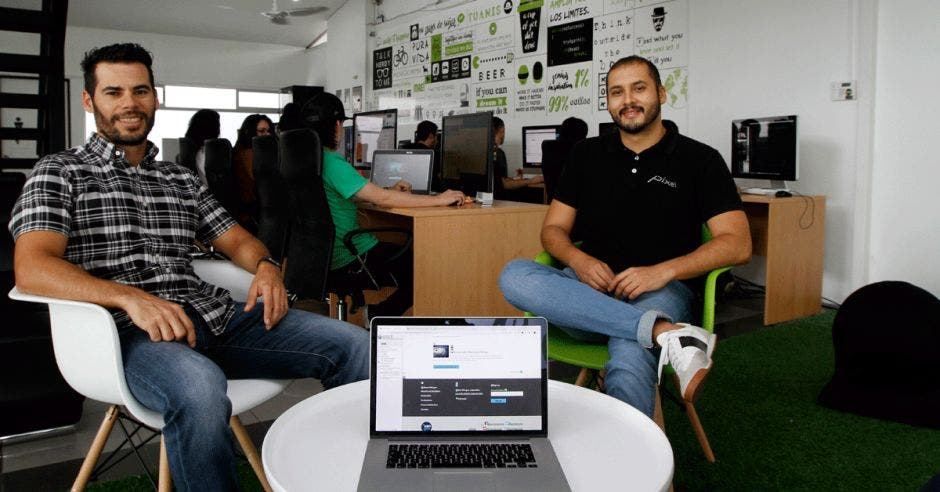 Luis Fernández y Joel Tinoco, directores de la agencia Pixel, especializada en diseñar páginas web accesibles