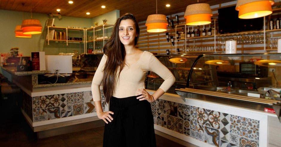 Mujer en restaurante