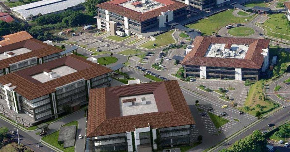 cuatro edificios de oficinas, viste desde el cielo
