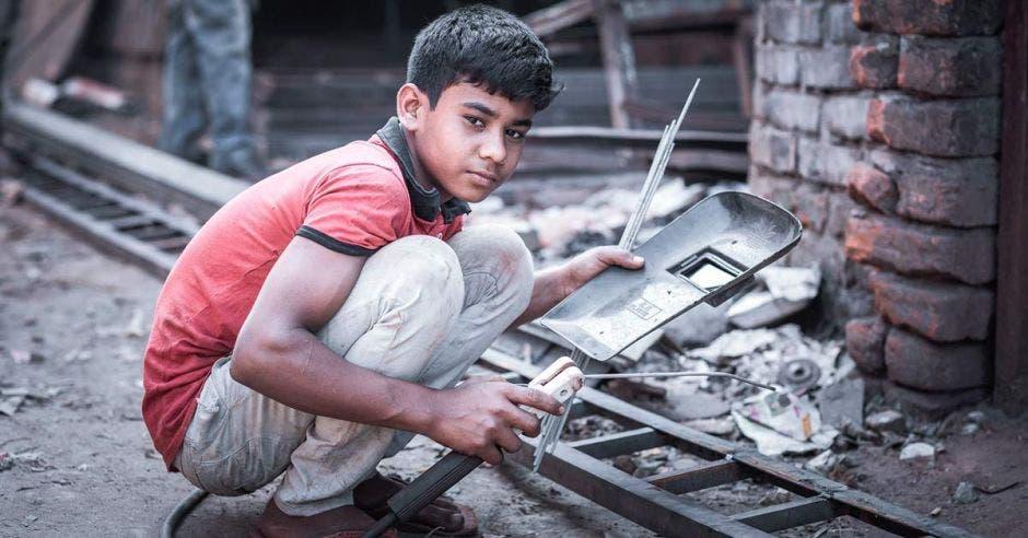 Niño soldador