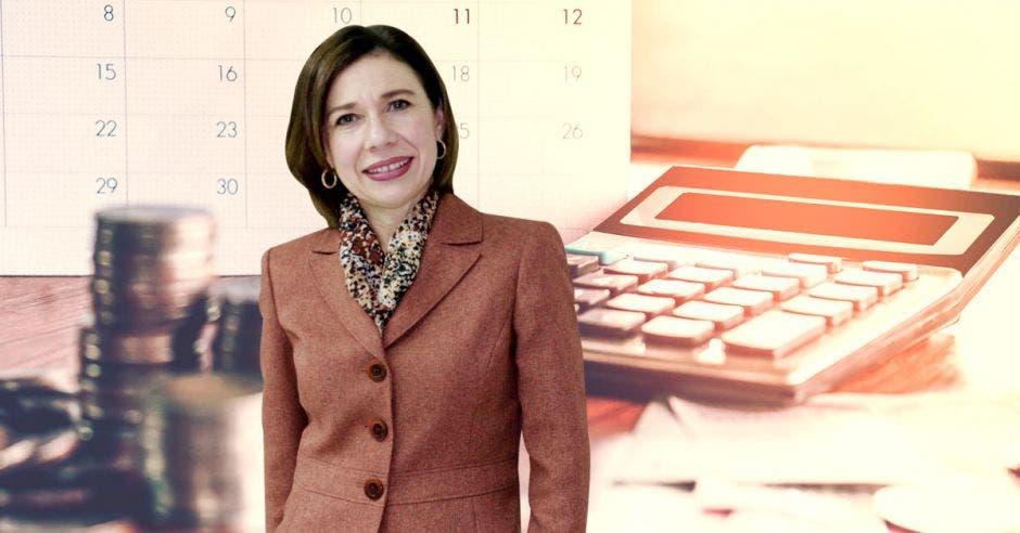 Annabelle Ortega, calculadora, monedas