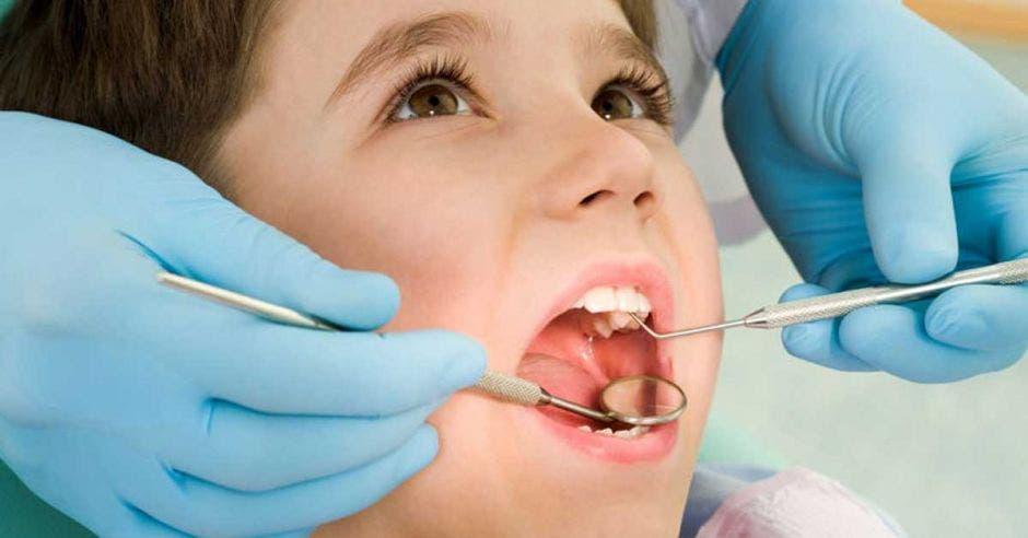 Un niño en un dentista