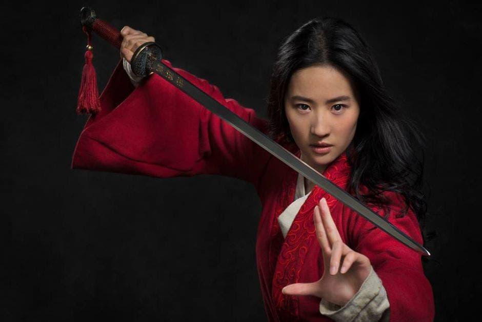 Mujer china con espada