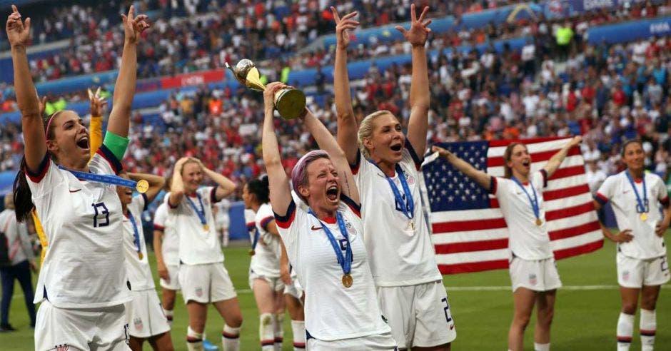 Estadounidenses celebrando el campeonato mundial