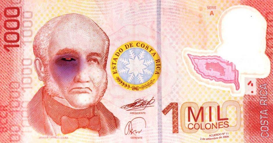 Un billete con un ojo morado
