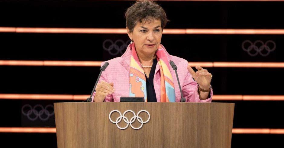 Christiana Figueres dando discurso en el COI