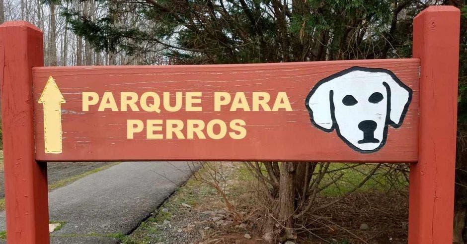 rótulo que dice: Parque para perros