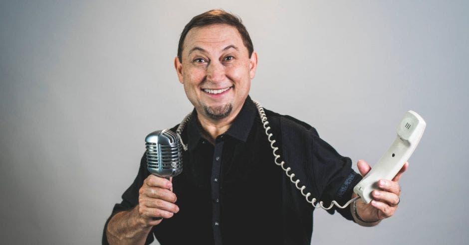 hombre con teléfono