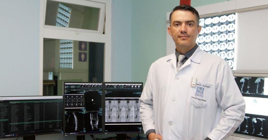 Alexander Alfaro, técnico de imágenes médicas en el Hospital Clínica Bíblica