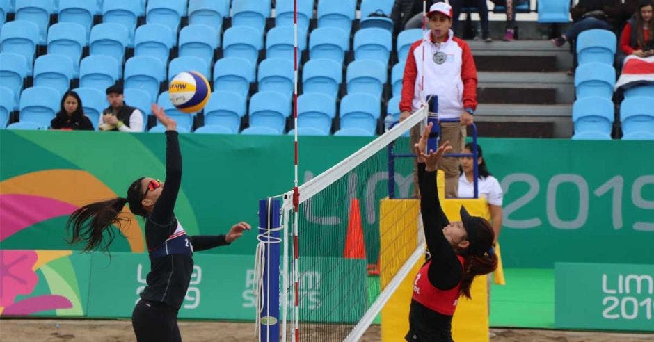 remate de voleibol y bloqueo