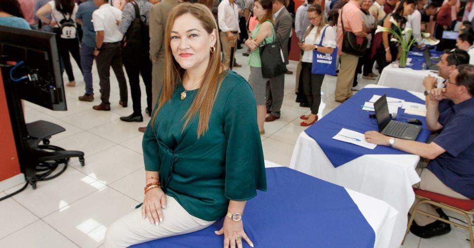 Personas, fila, Zoila Víquez