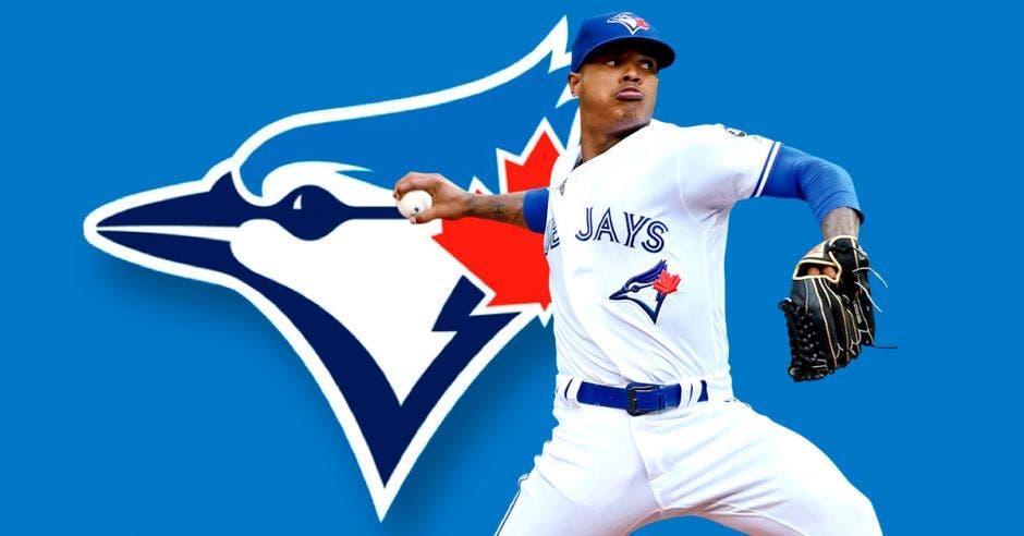 jugador de beisbol lanzando