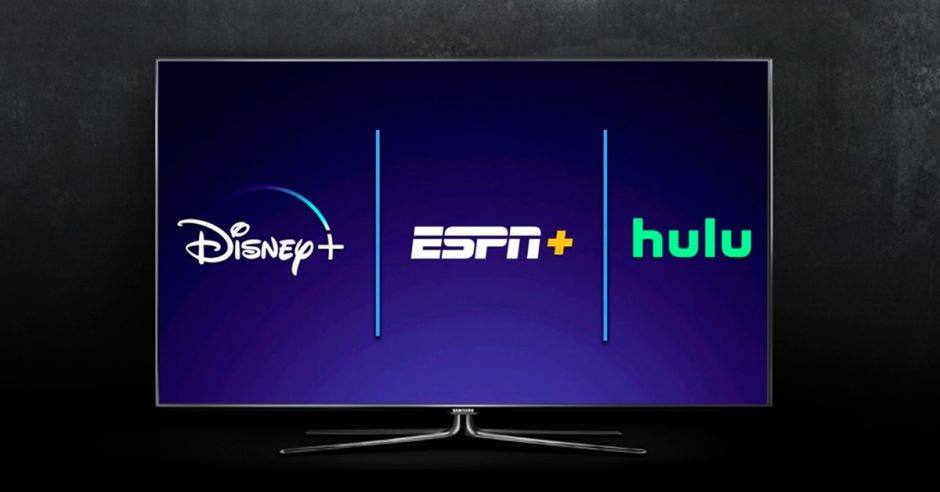 Un televisor con las marcas Disney, ESPN y Hulu