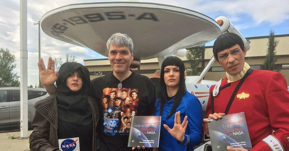 Holly Ducarte, Bruce Callow, Mandy Plamondon y Jens Dombeck aprendieron un poco de los ticos en la NASA en la Vul-Con