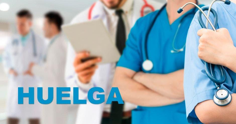 Médicos reunidos y la palabra huelga