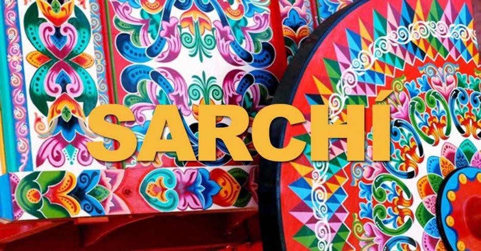 letras que dicen: Sarchí, fondo de colores