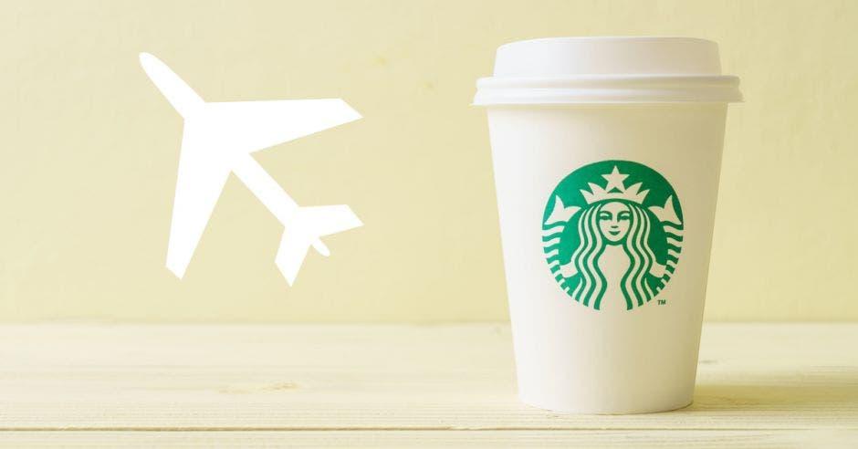 vaso de café con logo de Starbucks