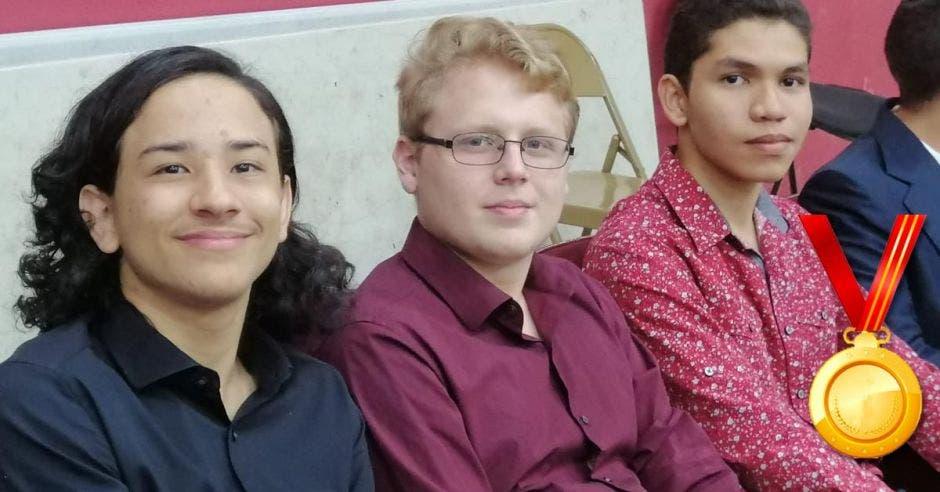 José Granados, Daniel Mora y Roberto González representaron al país en la  Olimpiada Centroamericana y del Caribe de Química.
