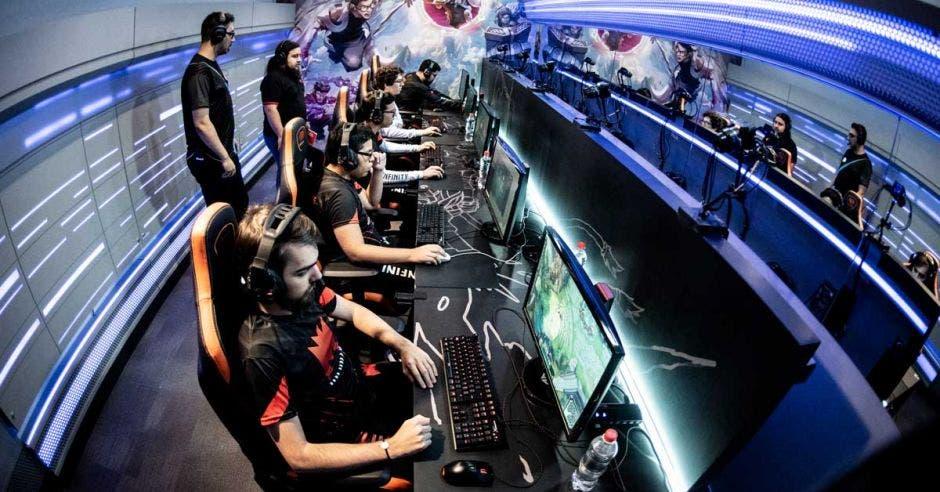 Infinity Esports, de origen costarricense, es el pionero de los deportes electrónicos en nuestro país.