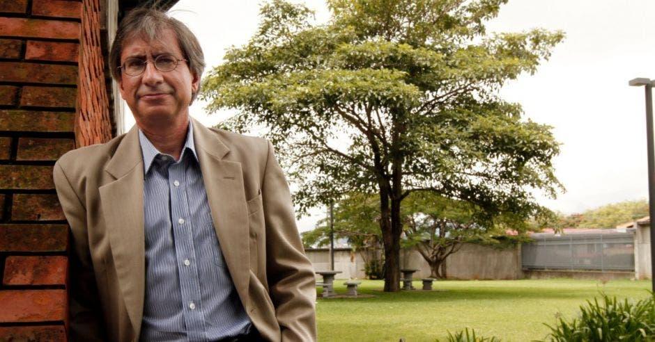 """""""Con el dinero que recibe, el sistema educativo debe hacer las cosas de mejor manera"""": director del Estado de la Nación"""