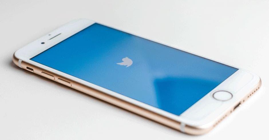 Teléfono con Twitter activado
