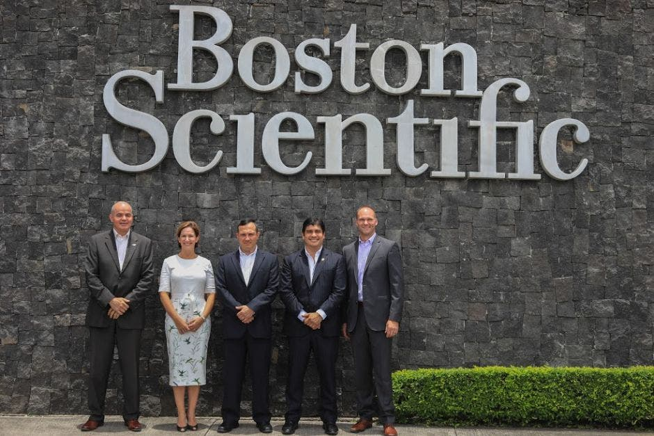 Visita del gobierno a planta de Boston Scientific