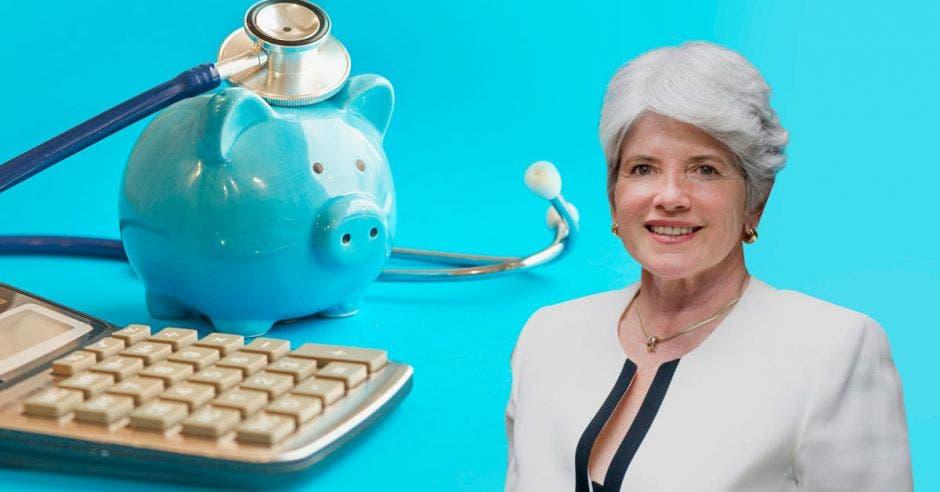 Rocío Aguilar con un fondo de calculadora y salud financiera