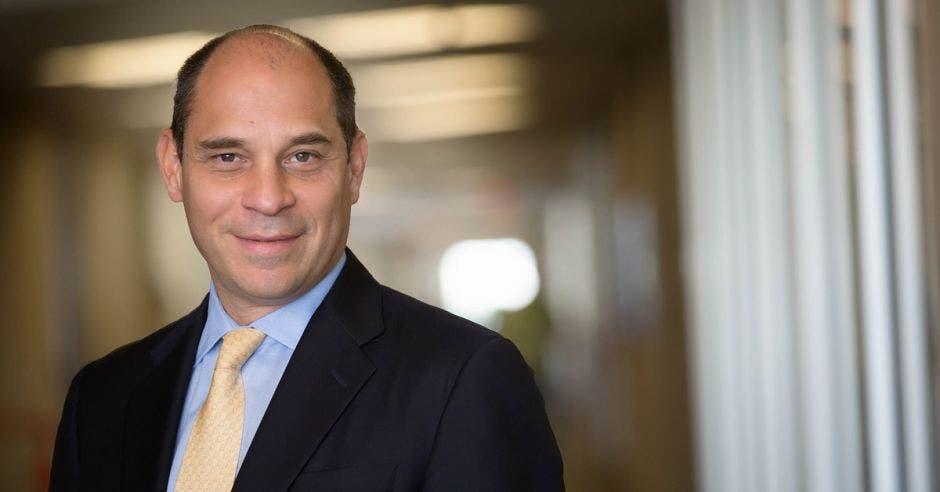 """""""La única forma en que una compañía como HP pueda permanecer vigente durante tantos años en el mercado es poner al cliente el centro del negocio"""", dijo Marcos Razón, director y gerente general de HP Inc. para América Latina.Cortesía/La República"""
