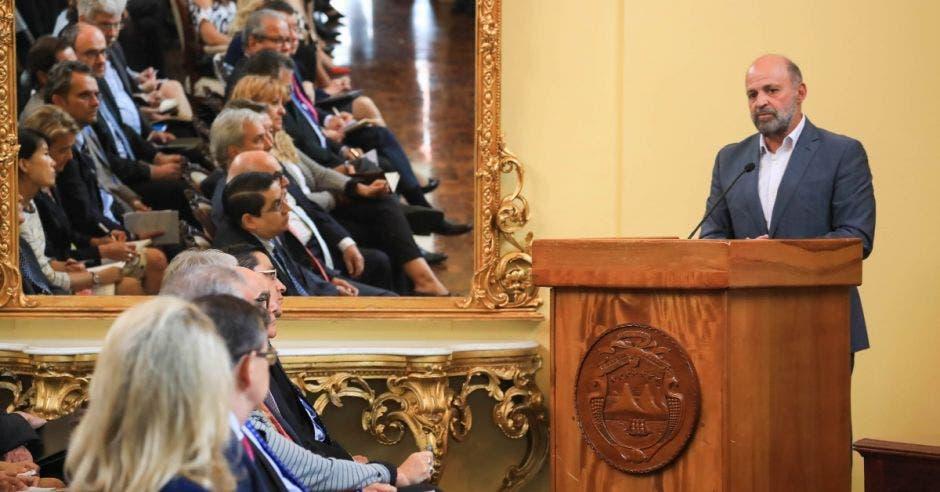 Carlos Manuel Rodríguez, ministro de Ambiente y Energía, durante el lanzamiento del evento