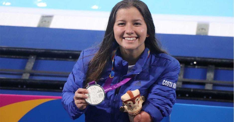 medalla y peluche celebracion
