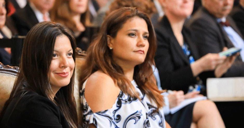 Haydeé Rodríguez, viceministra de Agua y Mares, y Pamela Castillo, viceministra de Ambiente, son ejemplos del liderazgo femenino en biodiversidad que existe en el país
