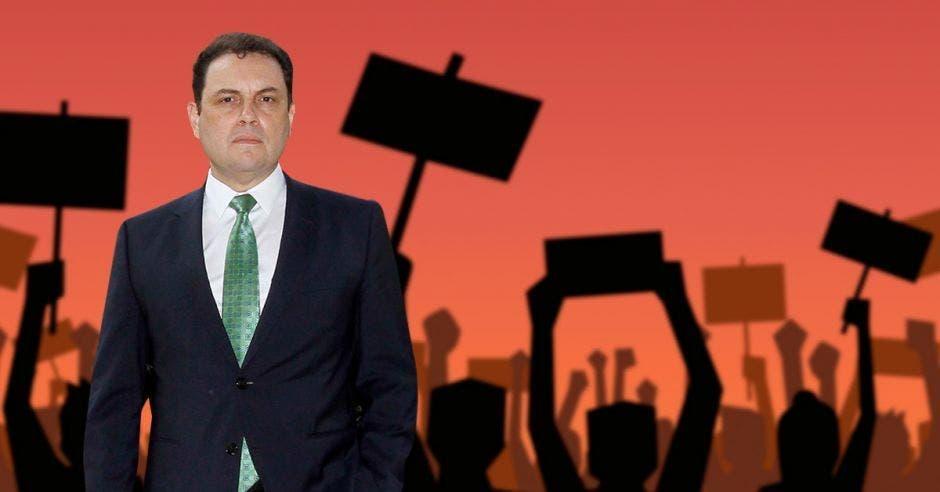 Carlos Ricardo Benavides, presidente del Congreso, fue el gran defensor de la nueva ley que aprobaron los diputados en primer debate. Archivo/La República.