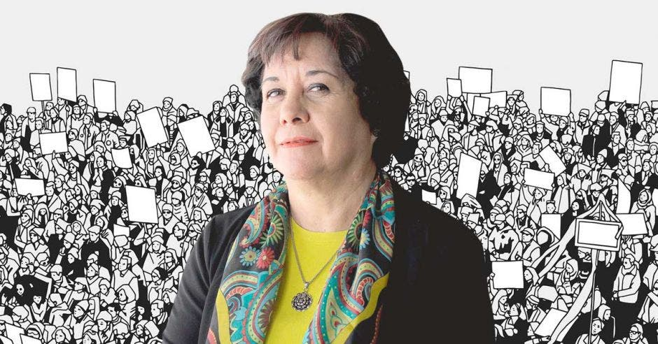 Guiselle Cruz con una ilustración de una protesta de fondo